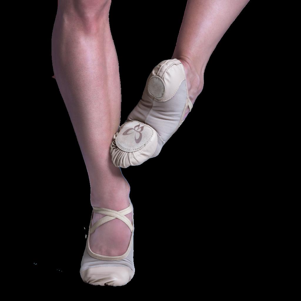 Sapatilha de meia ponta que valoriza a curvatura dos pés. Desenvolvida com material inovador de excelente compressão. As tramas abertas diminuem a transpiração, mantendo os pés secos.