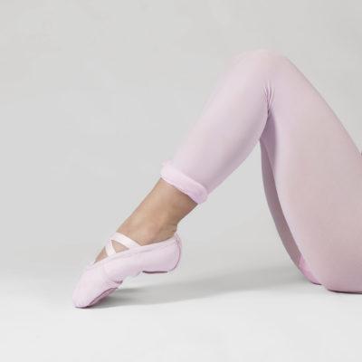 Sapatilha meia ponta Lona/cotton com elástico costurado em X, lona dupla com strech até o calcanhar, sola dividida em camurça natural.