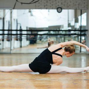 Veja agora como fazer um alongamento pós-dança adequado