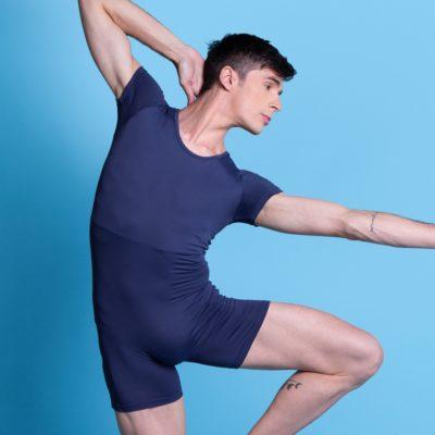 Macaquinho Masculino meia manga em Amni tecido biodegradável que proporciona menos impacto na natureza, secagem rápida, com proteção UV, básico, comprimento excelente e super confortável.